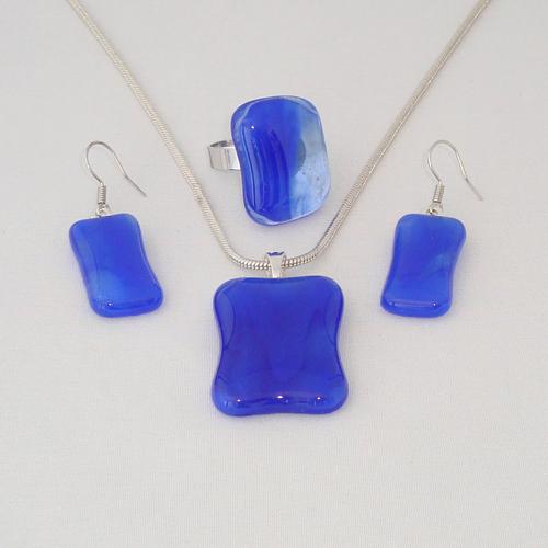 S3294. Blauw gemarmerd glas.       €25.00.