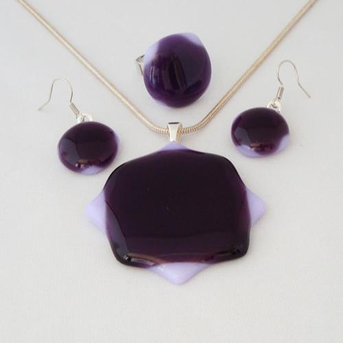 S3331. Paars lavendel opaal glas.      €25.00.