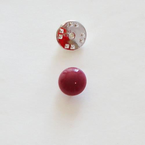 A1422. Pinbroche, rood/roze gemarmerd opaal glas. maat steentje ca. 1 cm.     €3.50.