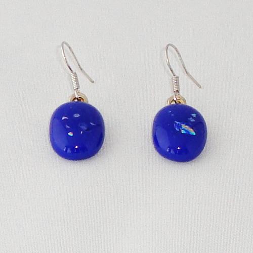 E3317. Blauw opaal glas met glitter.  afm. ca. 2x1.5 cm.   €6.50.