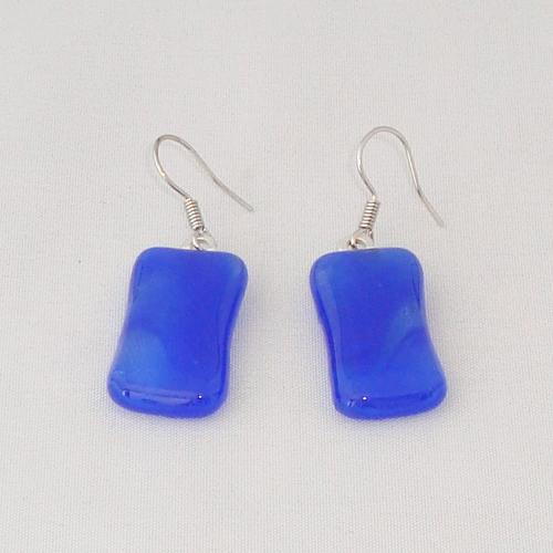 E3294. Blauw gemarmerd glas. afm. ca. 2.5x1.5 cm.   €6.50.