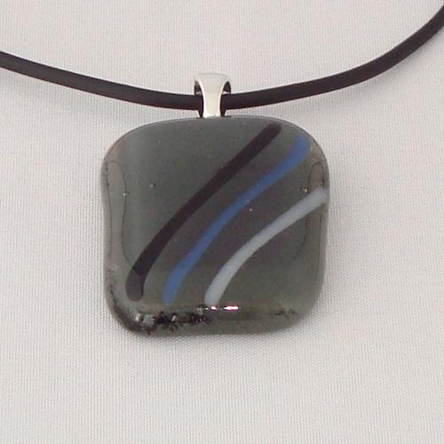 H3265. Helder en opaal grijs glas met streepjes. afm. ca. 3.5x2.5 cm.     €9.50.