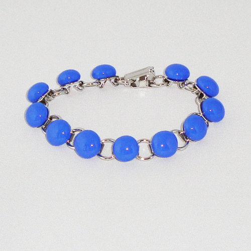 P1156. Schakelarmband met blauwe steentjes.     €19.50.