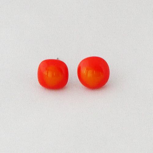 E1208. Oranje en geel opaal glas. afm. ca. 11 mm.   €6.50.