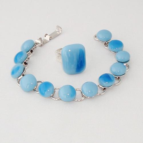 S5915. Blauw gemarmerd opaal glas.       €25.00.