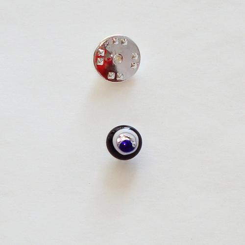 A1426. Pinbroche. zwart/ wit en blauwe millefiori. maat steentje ca. 8 mm.   €3.50.
