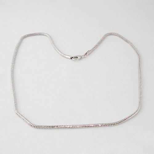 B2528. Zilverkleurige ketting. lengte ca. 56 cm.     €4.50.