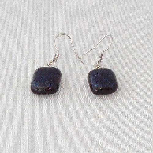 E3277. Donkerblauw glitter opaal glas. afm. ca. 1.5x1 cm.   €6.50.