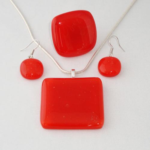 S3245. Rood opaal glas.       €25.00.