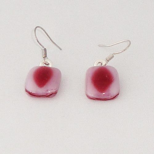 E3329. Roze gemarmerd opaal en helder roze glas. afm. ca. 1.5x1 cm.   €6.50.