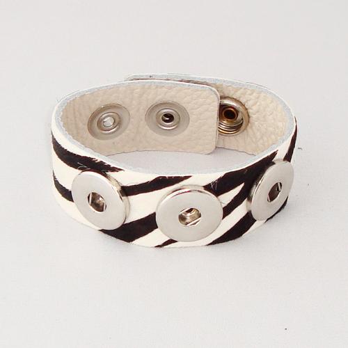P1118. Easy button armband van leer met zebraprint. binnenlengte 18-20 cm, of 20-22 cm.     €7.50.