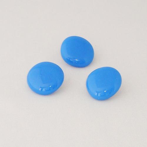 P1181. Easy button stenen van licht blauw opaal glas.     per stuk €2.00 en 3 voor €5.00.