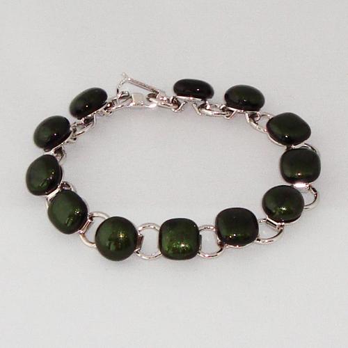 P1161. Schakelarmband met donker groene glitter steentjes.     €19.50.