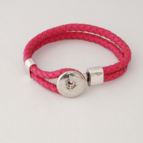 P1171. Easy button armband van leer, rose. binnenlengte ca. 17.5 cm.     €7.50.