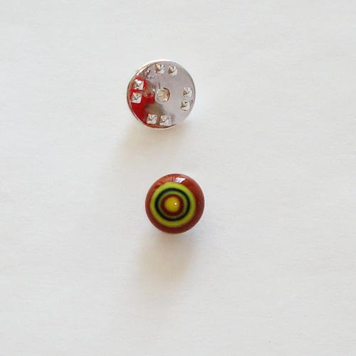 A1421. Pinbroche, bruin/gele millefiori. maat steentje ca. 1 cm.     €3.50.
