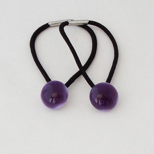 A1487. Haarelastiek. paars/violet opaal glas. maat steentje ca. 13 mm. per stuk €1.75, per 2 €2.75.