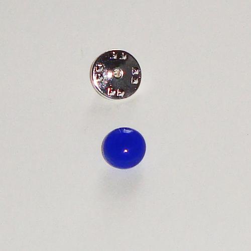 A1433. Pinbroche, helder blauw glas.  maat steentje ca. 1 cm.     €3.50.