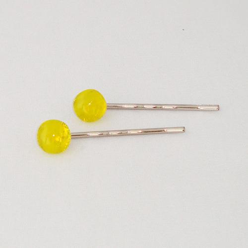 A1466. Schuifspeldje. helder en geel opaal glas. maat steentje ca. 12 mm. per stuk €2.25, per 2 €3.50.