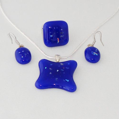 S3317. Blauw met dichroic spikkels.      €25.00.
