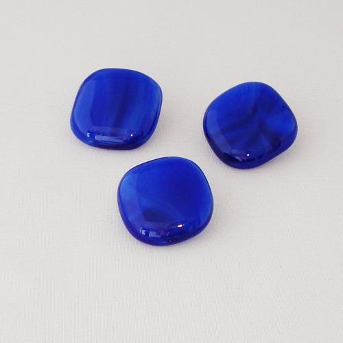 P1193. Easy button stenen van caraibisch blauw gemarmerd opaal glas.      per stuk €2.00 en 3 voor €5.00.