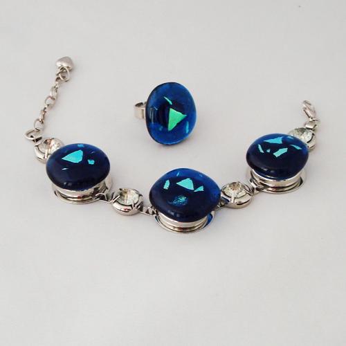 S5936.  Helder blauw glas met blauw/groen dichroic.   €18.00.