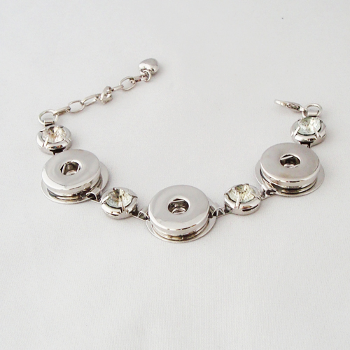P1203. Easy button metalen armband met strasssteentje.     €7.50.