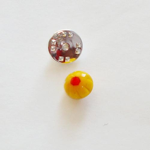 A1409. Pinbroche. geel met rode millefiori.  maat steentje ca. 1 cm.   €3.50.
