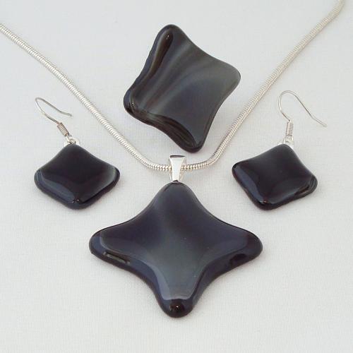 S3302. Zwart grijs gemarmerd opaal glas.     €25.00.