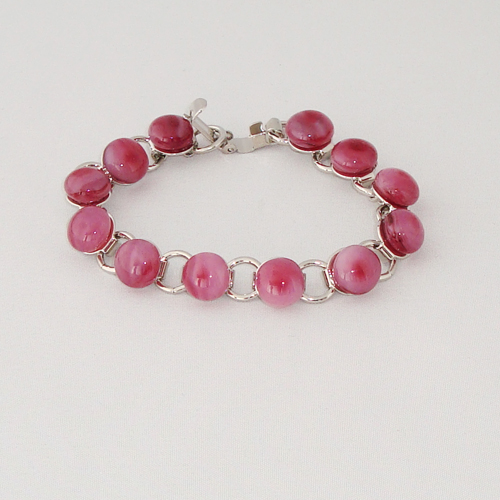 P1197. Schakelarmband met roze gemarmerde steentjes.     €19.50.