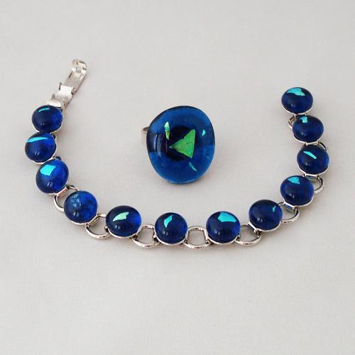S5937.  Helder blauw glas met blauw/groen dichroic.   €25.00.