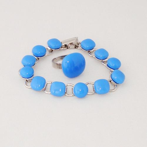 S1180. Lichtblauw opaal glas.        €25.00.