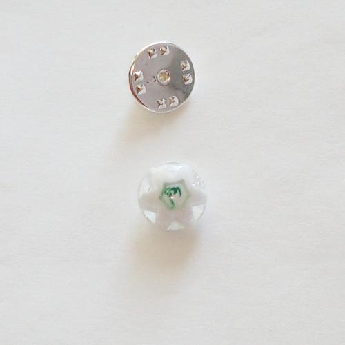 A1423. Pinbroche, wit met groene millefiori. maat steentje ca. 1 cm.     €3.50.