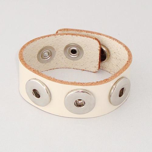 P1120. Easy button armband van leer, ivoor. binnenlengte 18-20 cm, of 20-22 cm.     €7.50.