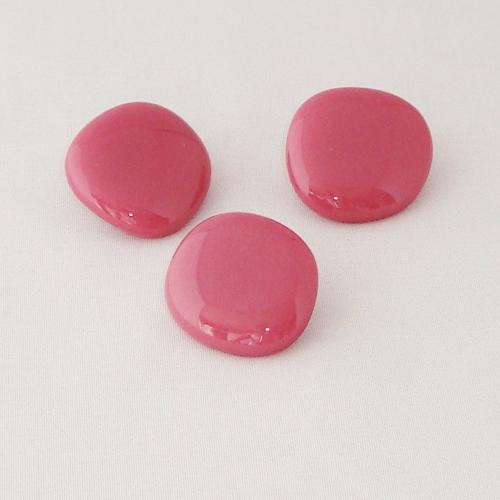 P1148. Easy button stenen van donker rose opaal glas.     per stuk €2.00 en 3 voor €5.00.