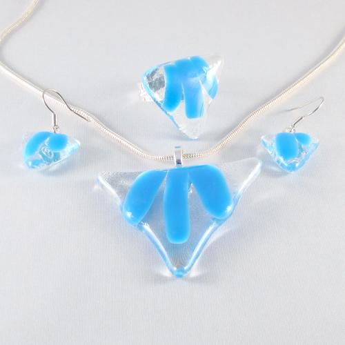 S3188. Helder met lichtblauw opaal glas.        €25.00.