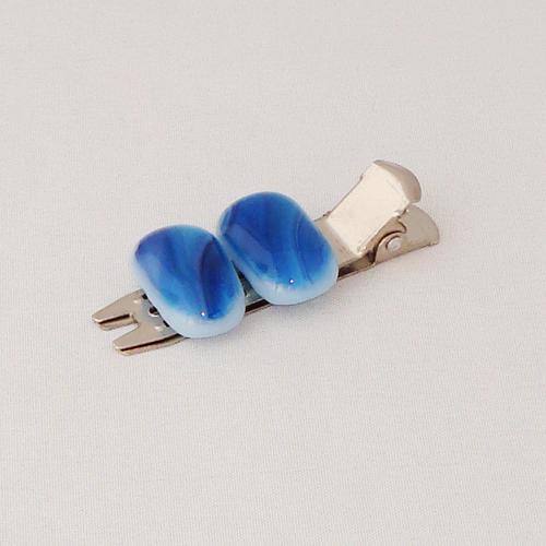 A1471. Haarclip kort. blauw gemarmerd opaal glas. maat steentje ca 20x12 mm.    €3.75.