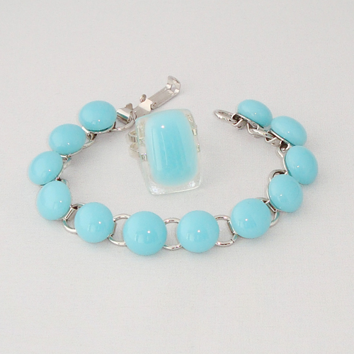 S5914. Licht turquoise opaal glas.       €25.00.