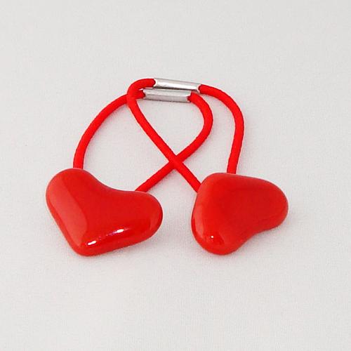 A1456. Haarelastiek. rode hartjes. maat steentje ca. 1.5x2.5 cm.  per stuk €2.25,  per 2 €3.50.
