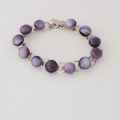 P1165. Schakelarmband met paars en violet gemarmerde steentjes.     €19.50.