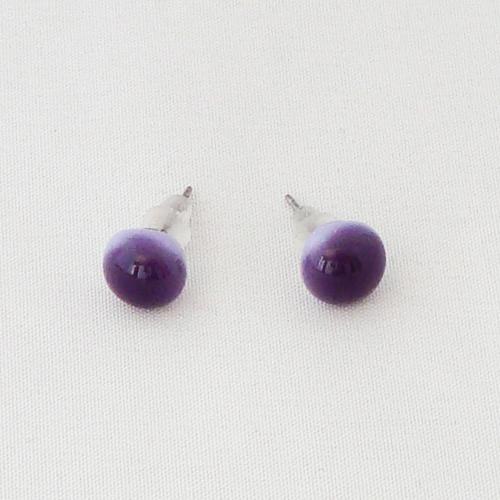 E1207. Paars met lavendel opaal glas. afm. ca. 8 mm.   €6.50.