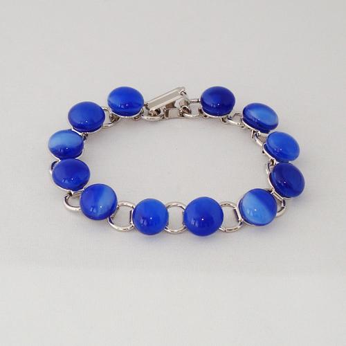 P1183. Schakelarmband met blauw gemarmerde steentjes.     €19.50.