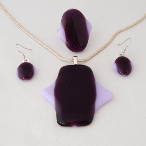 S3330. Paars lavendel opaal glas.     €25.00.