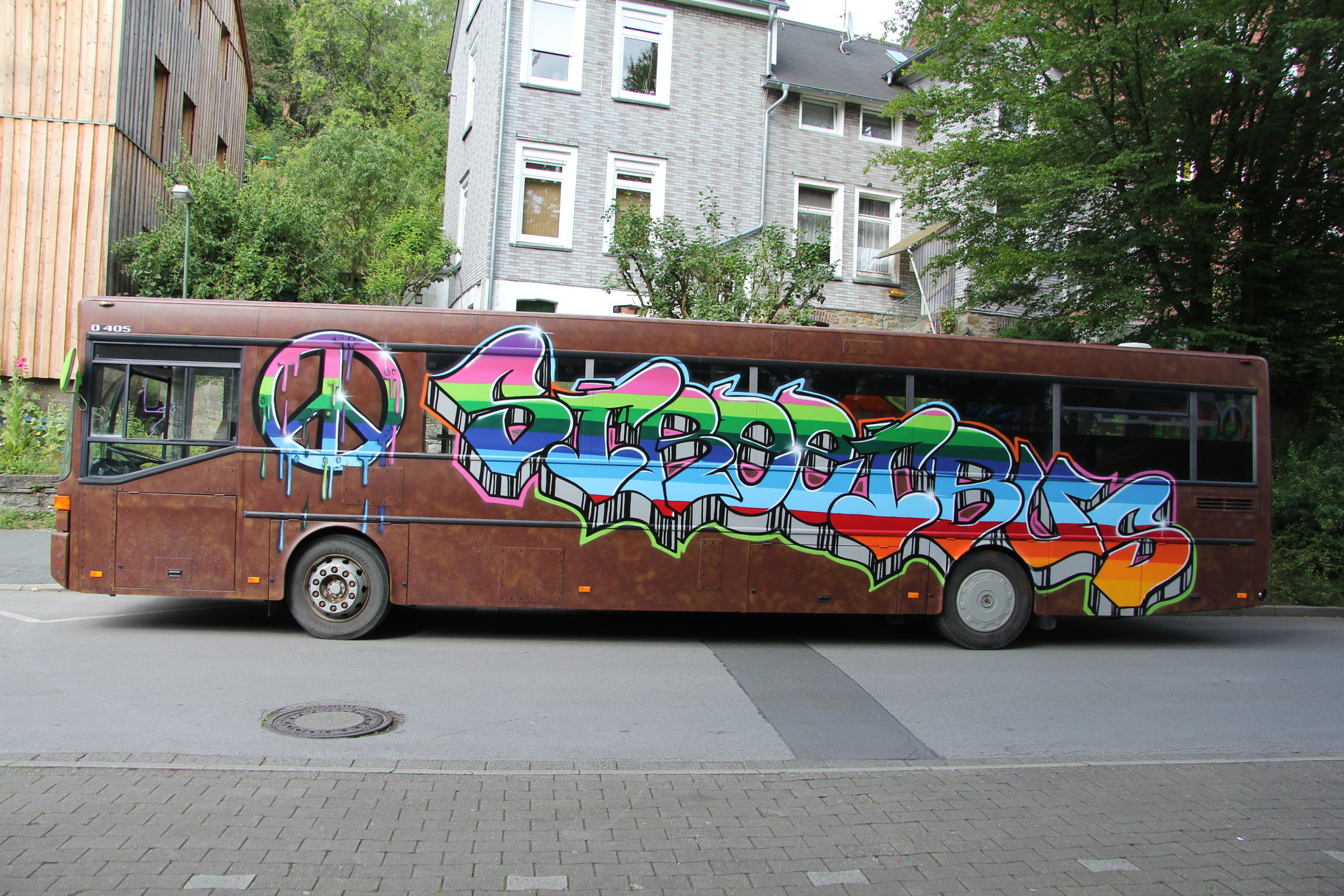 Bus in Rostoptik und Graffiti