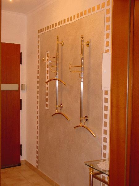 Schmuckstück als Garderobe