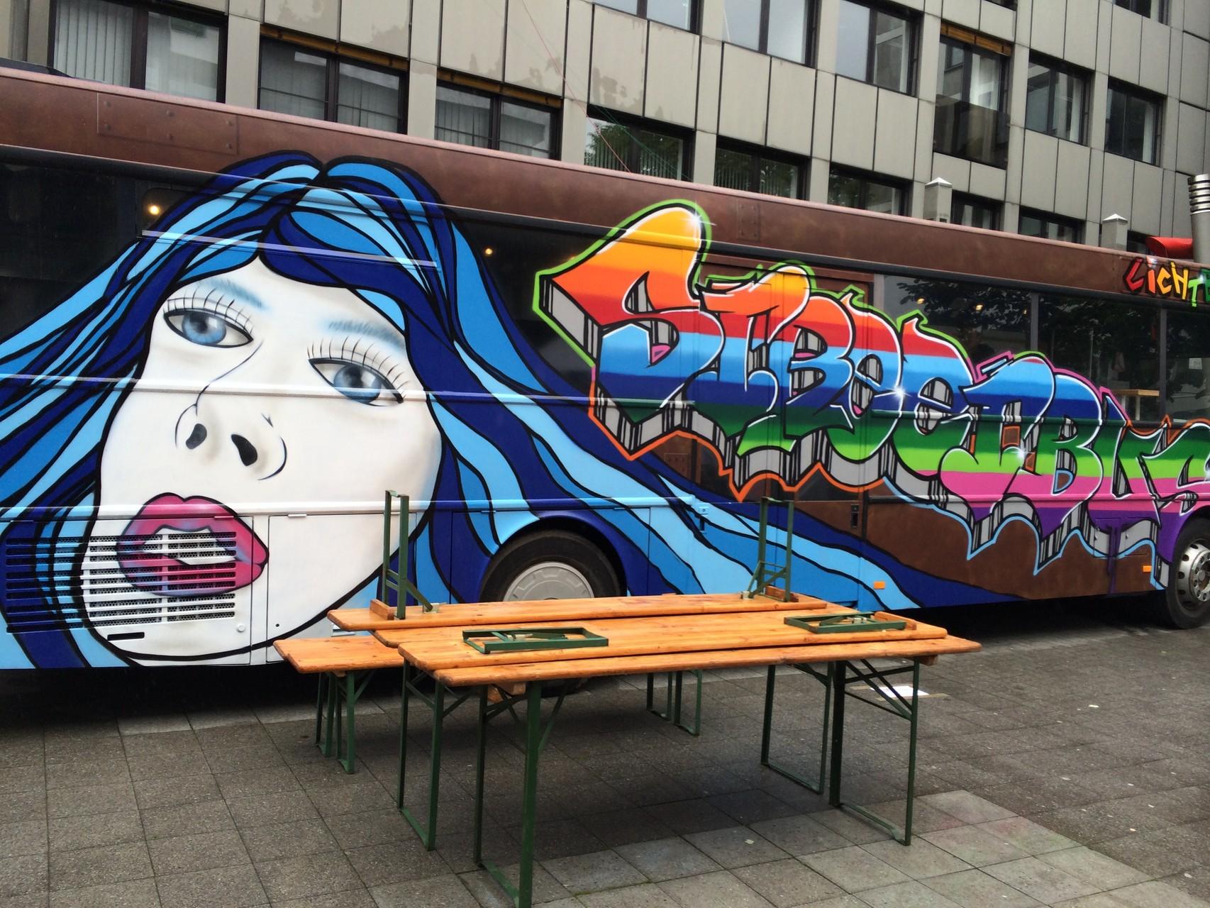 Bus in Rostoptik und Airbrush