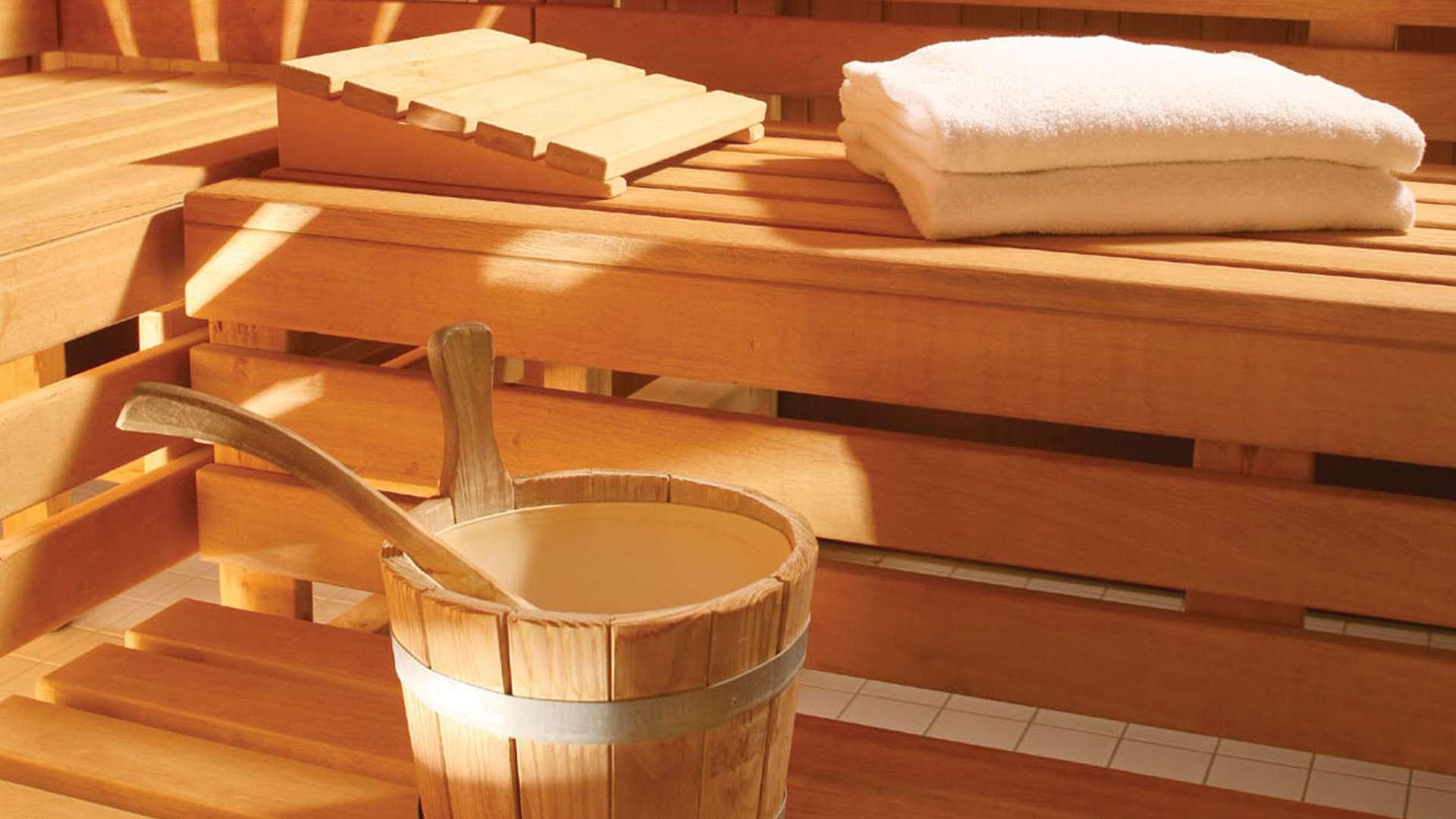 sauna california fitness u rehasport zentrum. Black Bedroom Furniture Sets. Home Design Ideas