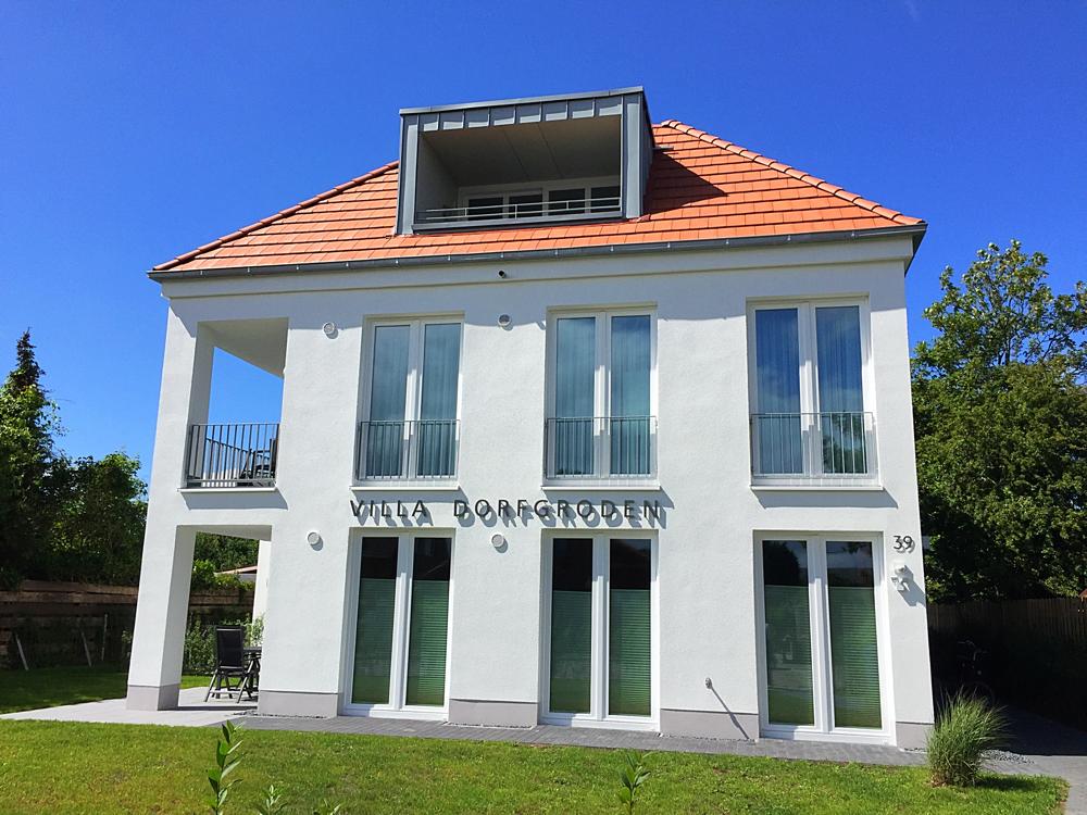 Villa-Dorfgroden weiße Fassade schöne Gauben