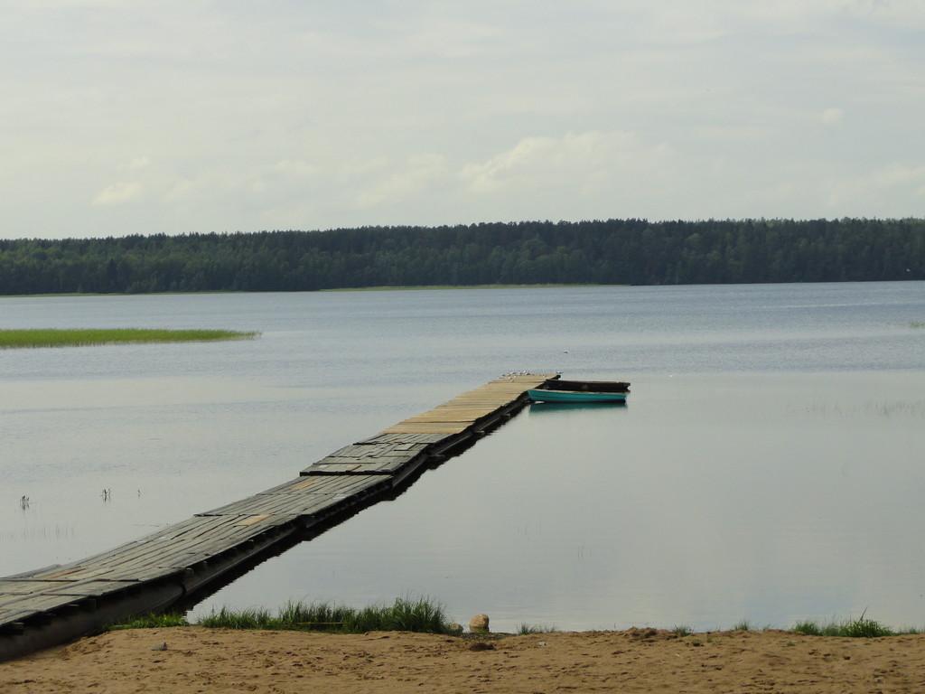 Спуск к мосткам на Нахимовское озеро
