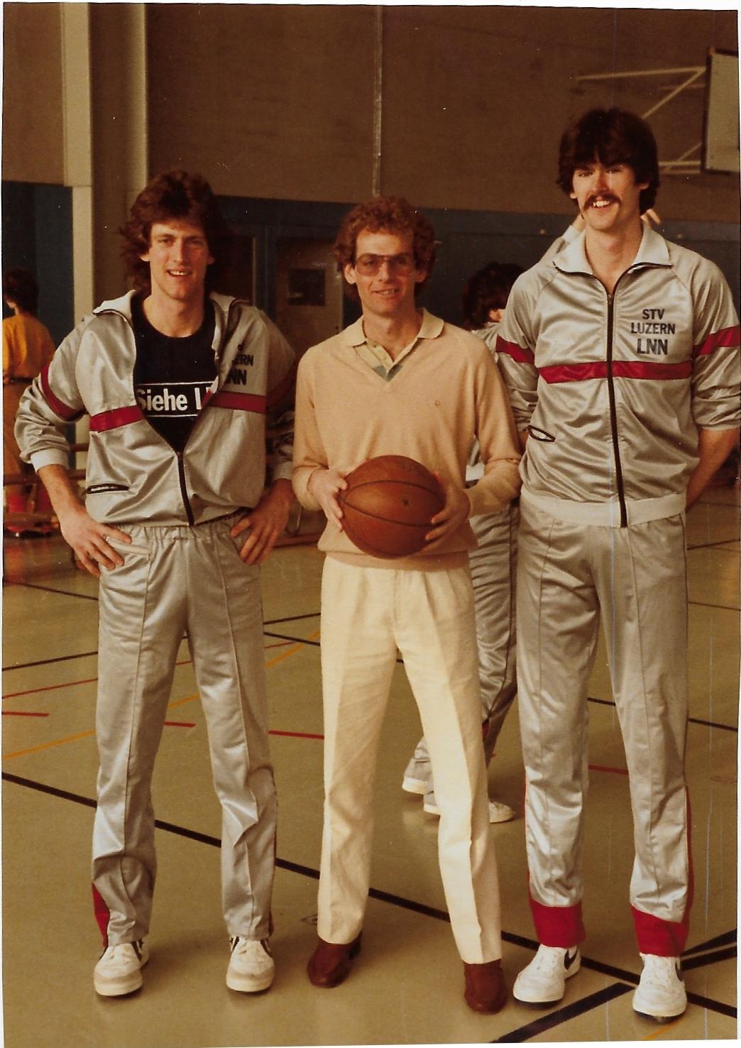 1983 - Rick Taylor (mitte); prägende Figur und wichtiger Promoter für den Luzerner Basketball; zusammen mit Randy Johnson (lks.) und Dave Netherton (rts.)