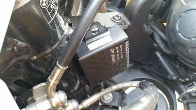 BMW F800GS monta Kit LED Moto mod. TKL9-H7-Upgrade -  CANBUS - Particolare Alloggiamento Centralina